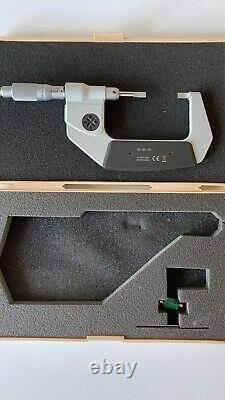 Mitutoyo 1-2inch (25-50mm) digital blade micrometer (422-331)